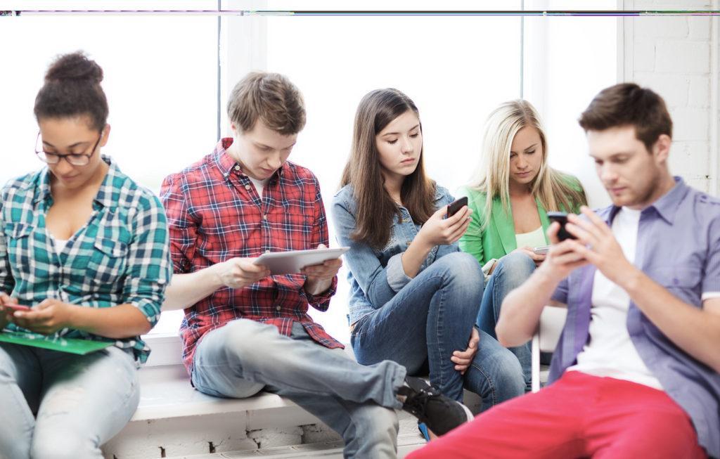 students online on phones